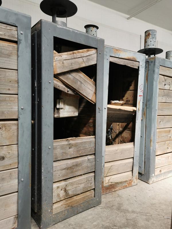 Les anciennes bornes Qista à remplacer, usées par le temps