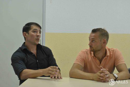 Pierre Bellagambi (à g.) et Simon Lillamand sont les deux ingénieurs qui ont créé la société TechnoBam et inventé les bornes anti-moustiques. Photo Romain Boutillier/ville d'Arles