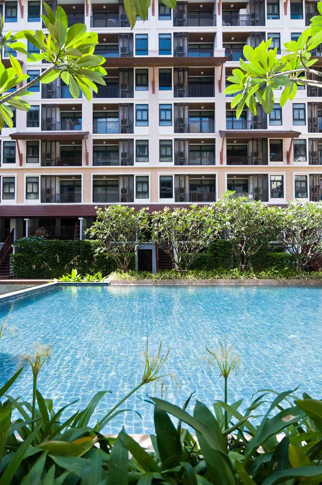 Résidence immeuble copropriété avec piscine sans moustique