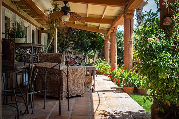 Entretenez vos espaces extérieurs et videz les eaux stagnantes pour prévenir la prolifération des moustiques.
